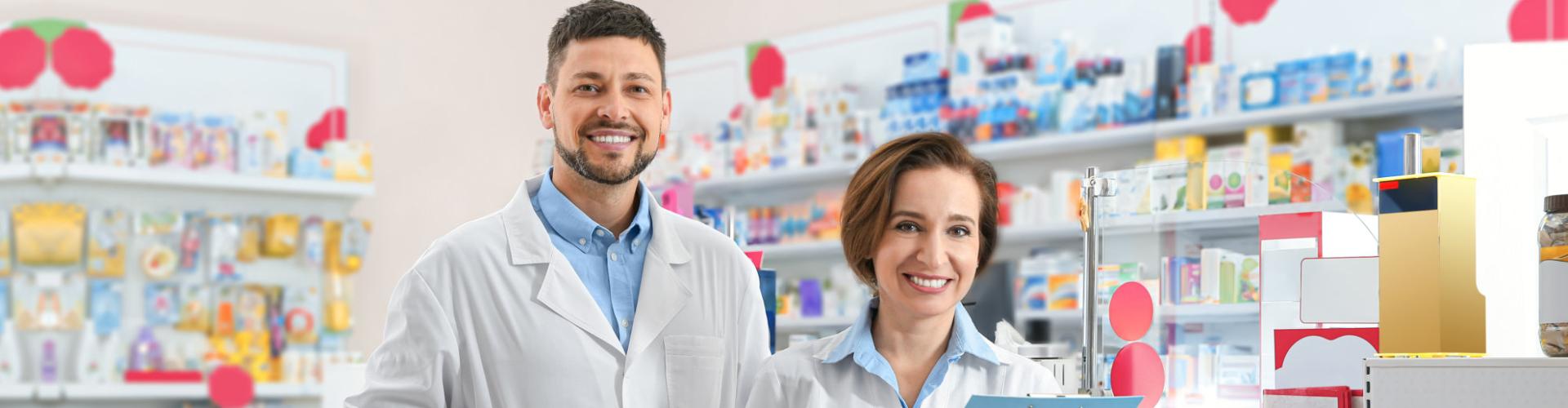 female and male pharmacists
